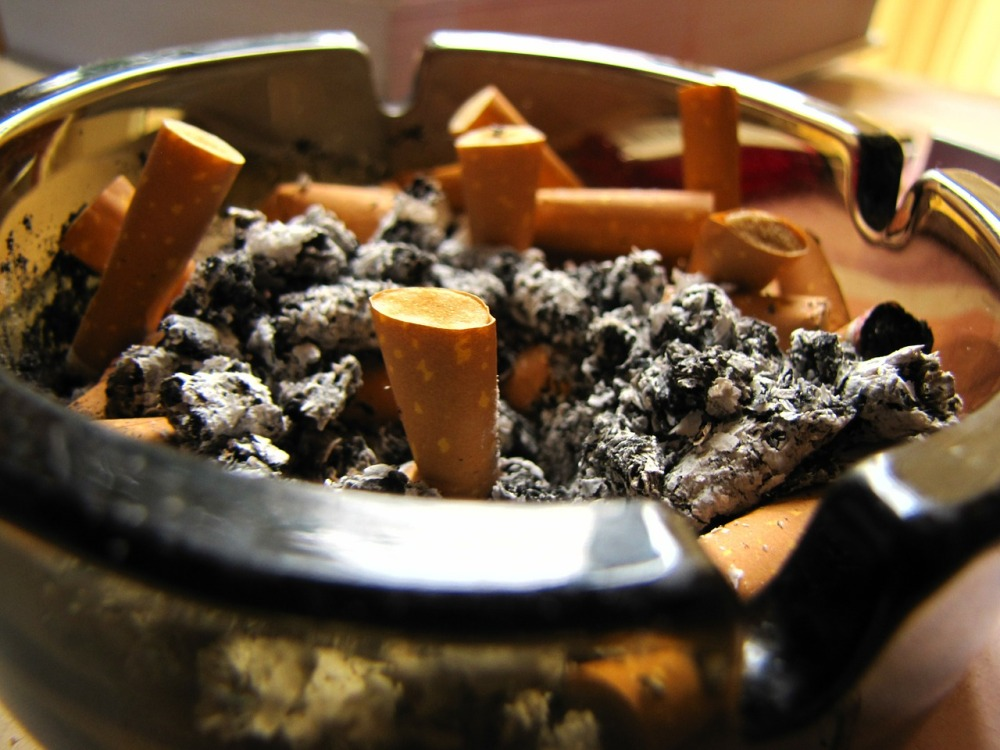 ashtray-169399_1280