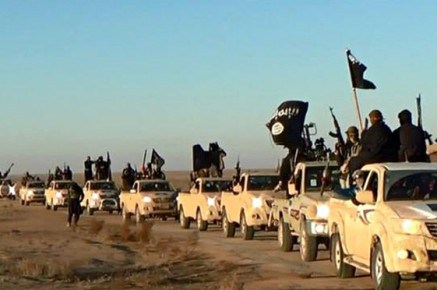 1424430105_Isis-fighters-pictured-on-010-437x290