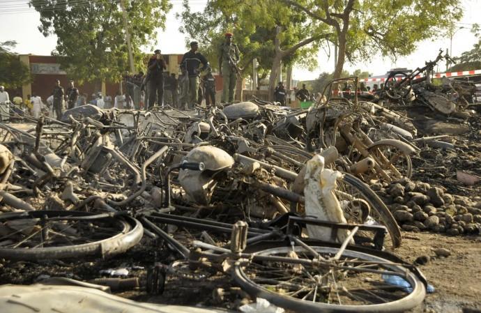 50583-la-devastazione-nelle-immediate-vicinanze-della-moschea-cent_01
