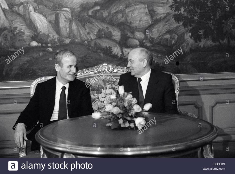 presidents-mikhail-gorbachev-of-the-u-s-s-r-and-hafez-al-assad-of-b9brk9