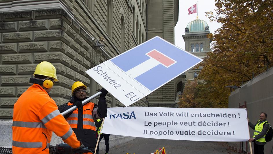 iniziativa rasa svizzera.jpg