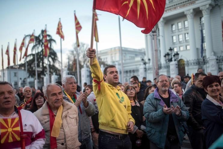 macedonia-proteste-manifestazioni-albnia-albanesi-macedoni-slavi-minoranza-nazionalismo-zaev-gruevski-ivanov-vmro